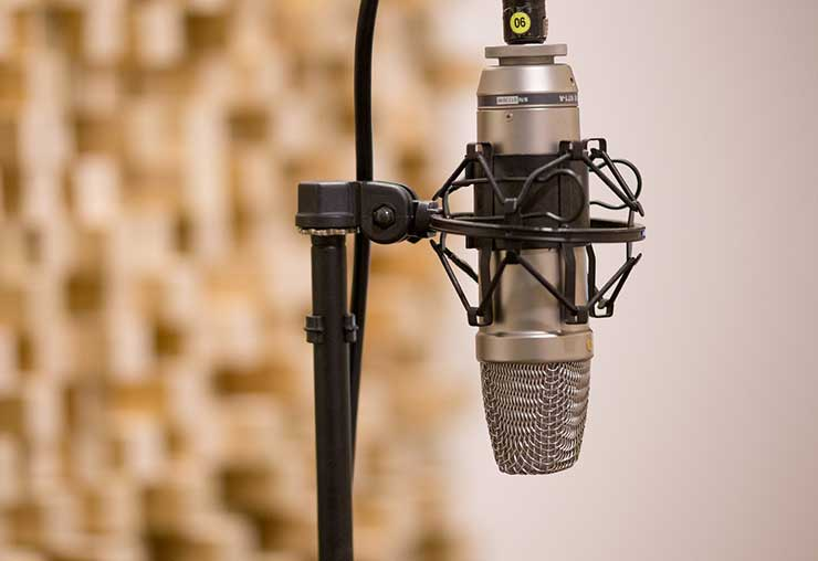 Derrière les ondes : l'animateur radio